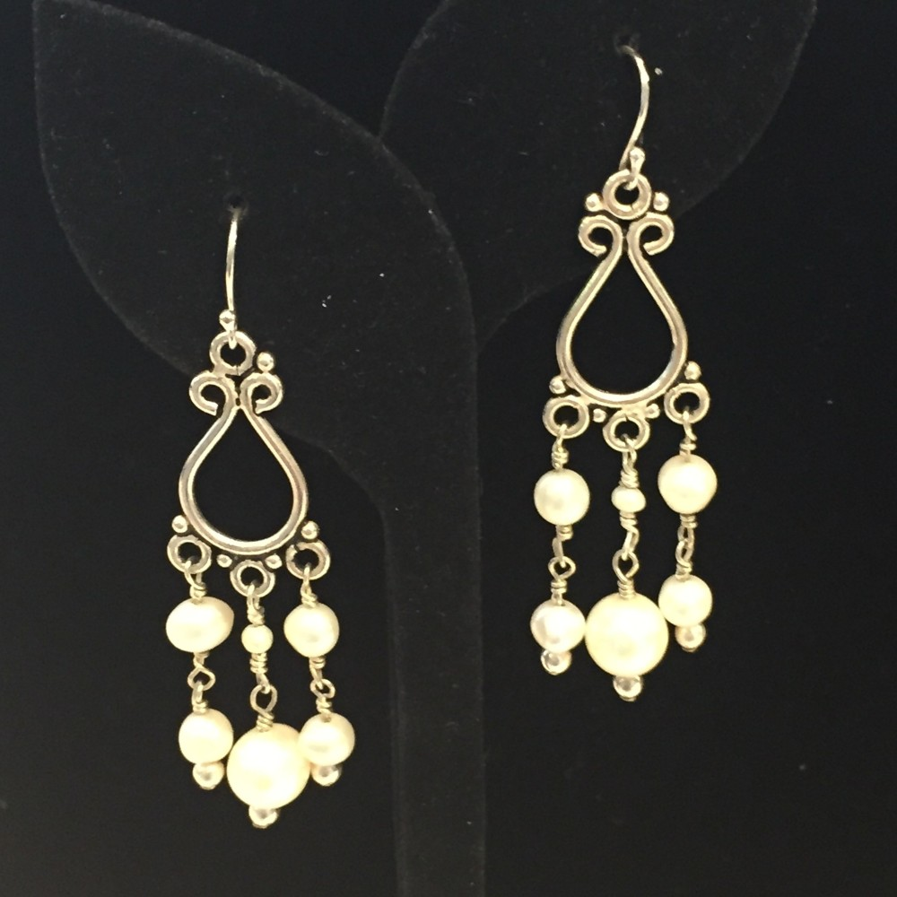 Earrings made with pearls and silver
