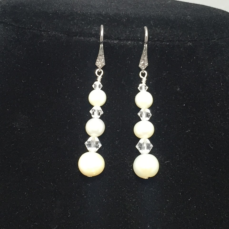 Freshwater pearls and Swarovski crystals earrings
