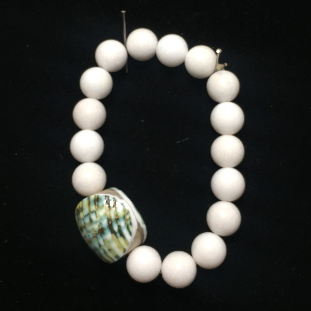 Bracelet made with Shell and Jade