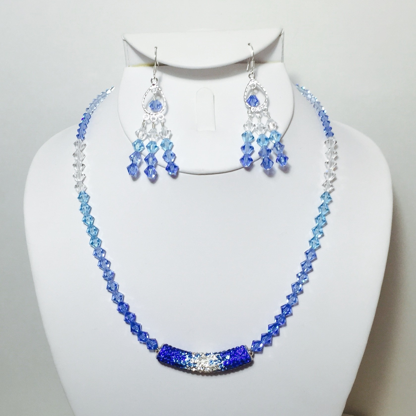 Crystals necklace and earrings set