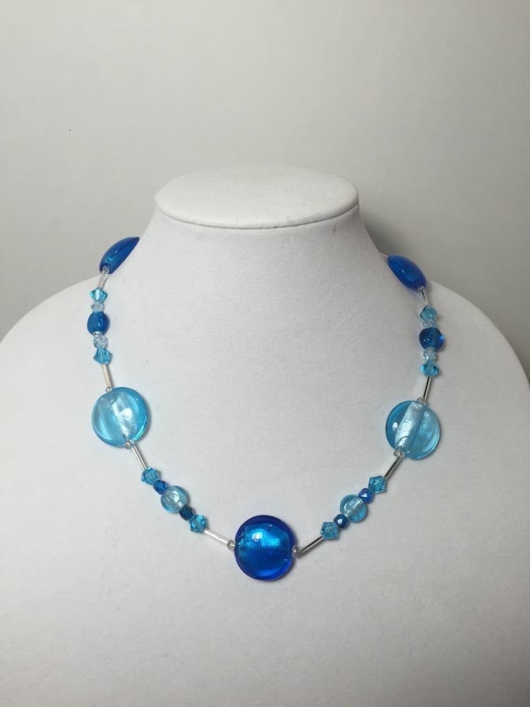 Nacklace made with crystals